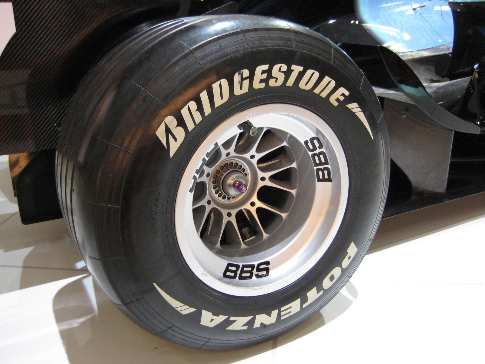 kakaya-model-shin-luchshe-letom-bridgestone-ili-pirelli5