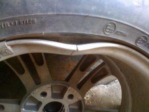 Повреждение колеса Replica SK3 R16